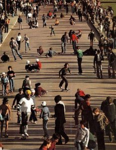 Skateboard et roller au Trocadéro